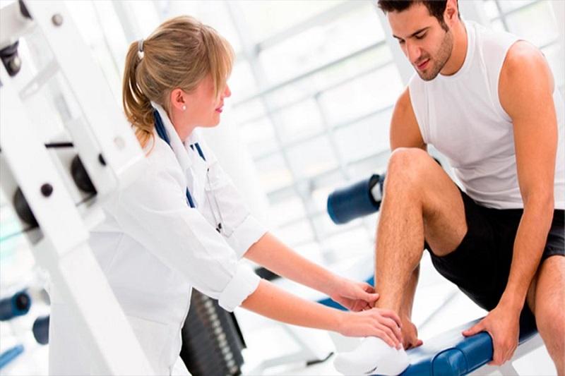 Bệnh nhân được hướng dẫn các bài tập trị liệu tại nhà