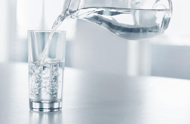 Bệnh nhân chỉ nên uống nước lọc trước khi tiến hành nội soi đại tràng