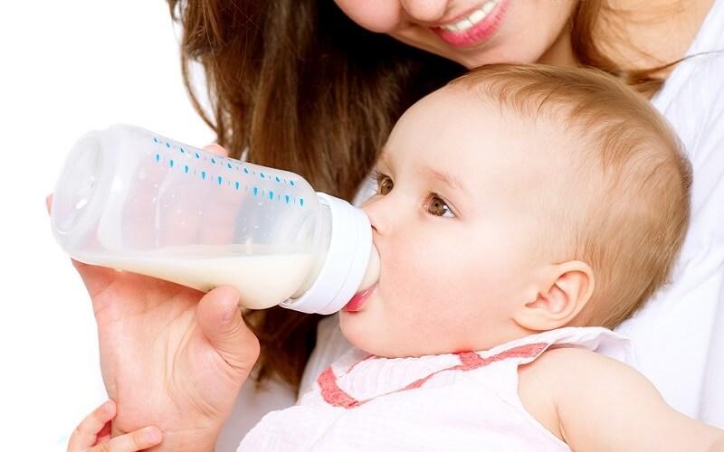 nguyên nhân bé không chịu uống sữa